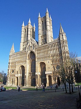 Lincoln Cathedral - West Front - geograph.org.uk - 694536.jpg