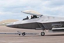 מטוסי הקרב ה-F22  הוא מטוס חמקן הכי טוב בעולם. למה לא מוכרים אותו לישראל? 220px-Lockheed_Martin_F-22A_Raptor_%2809-4191%29_arrives_at_the_2016_RIAT_Fairford_7Jul2016_arp
