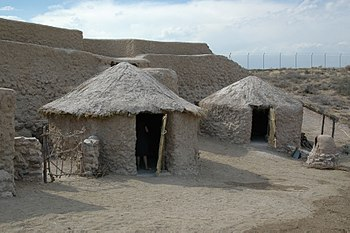 Cabañas reconstruidas en la zona interpretativa de Los Millares