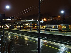 Luton railway station - Station platforms with a Thameslink train waiting