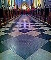 Maastricht, Sint-Servaasbasiliek, grafmarkering Monulfus & Gondulfus in media ecclesiae.jpg