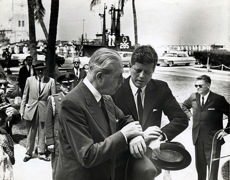 ファイル:MacMillian and Kennedy in Key West March 1961.jpg