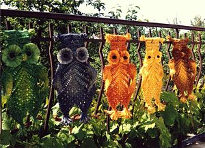 English: Decorative macramé owls.