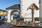 Magdalensberg Sankt Lorenzen Filialkirche hl. Laurentius Vorhalle und Kruzifix 11012019 5873.jpg