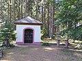 Markusbildchen Oberzerf mit Altar, südlich des Ortes im Zerfer Forstwald.jpg