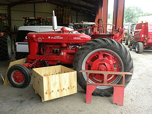Farmall M - Farmall Super BMD, a Super MD produced in Britain
