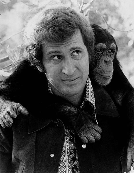 File:Me and the Chimp Ted Bessell Buttons 1972.jpg