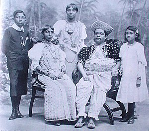 Radala - Front Centre (seated):John Henry Meediniya Adigar with his family in 1905. Rear Centre (standing): his daughter, Alice, who married the low-country newspaper magnate D. R. Wijewardena in 1916.