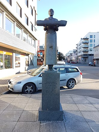 Hurtigruten - Memorial in Bodø commemorating the incident on board of MS Earling Jarl in 1958. Total height: 2,3 meters. Sculptor: Istvan Lisztes.