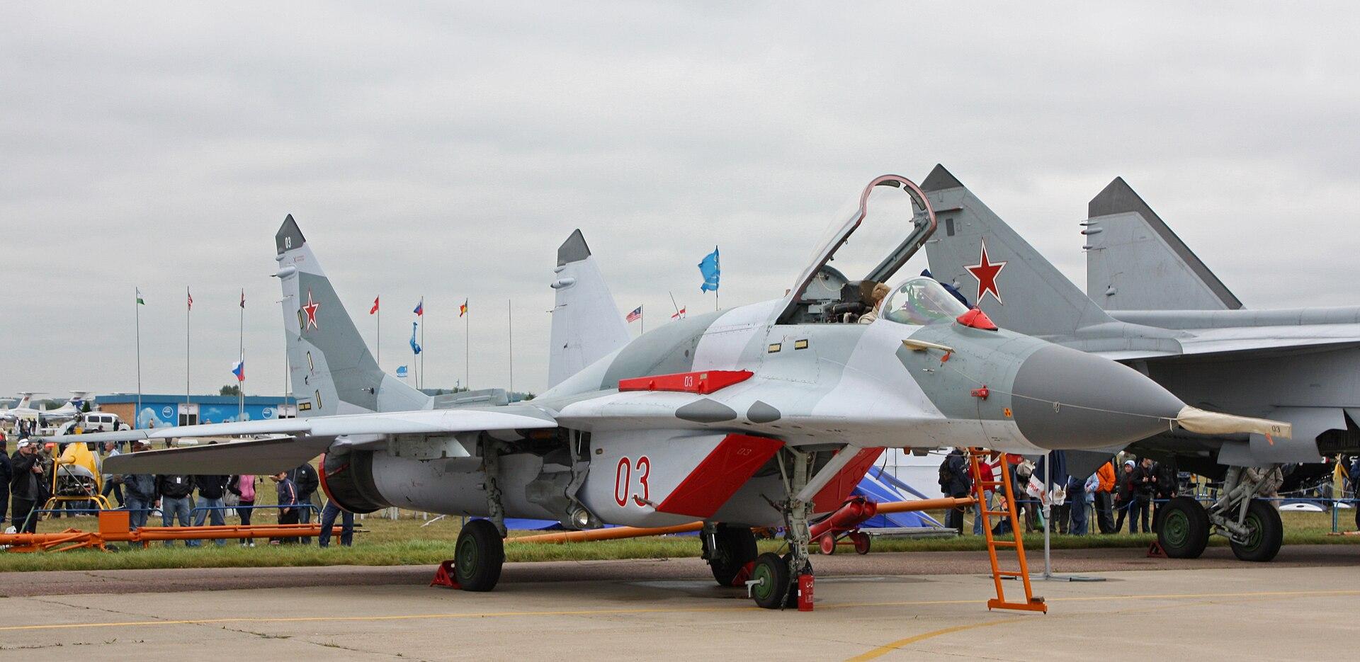 هل تصنع ايران التي 90؟ 1920px-MiG-29SMT_on_the_MAKS-2009_%2801%29