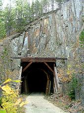 Photographie d'un tunnel situé sur le parcours du Mickelson Trail.