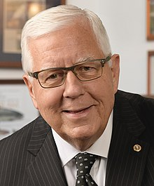 Mike Enzi, official portrait, 115th Congress (cropped).jpg