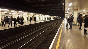 Mile End tube station - Image: Mile end tube station eastbound central line platform 2