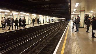 Mile End tube station - Image: Mile end tube station eastbound central line platform 2