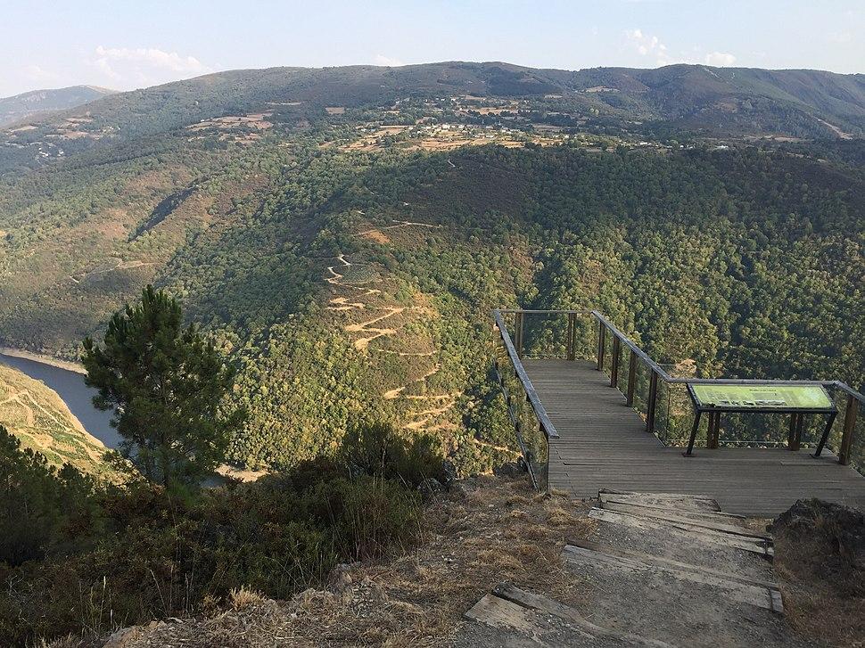Miradoiro da Capela, Vilachá, A Pobra do Brollón