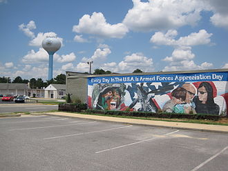Warner Robins, Georgia - Patriotic mural on building in Commercial Circle