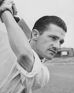 Neil Harvey batting 1950b.jpg