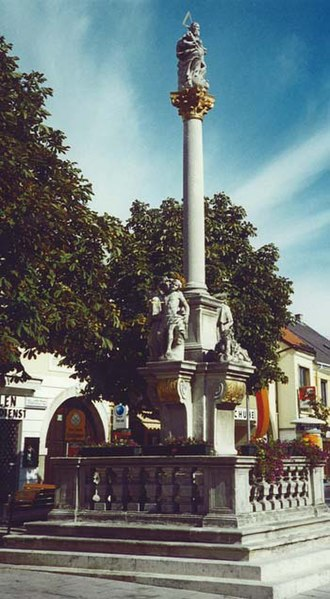 Neusiedl am See - Image: Neusiedl am See Holy trinity column