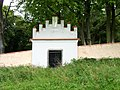 Neznašov - brána židovského hřbitova.jpg