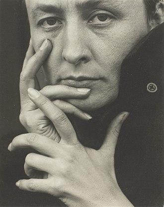 Georgia O'Keeffe - Georgia O'Keeffe, 1918, photograph by Alfred Stieglitz