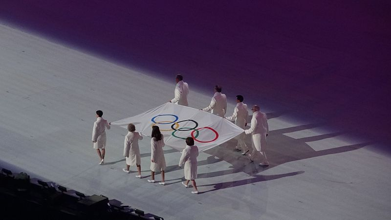 File:Olympic flag, 2014 Winter Olympics opening ceremony.jpg