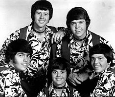 The Osmonds in 1971 (Clockwise from lower left: Alan, Wayne, Merrill, Jay, Donny)
