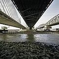 Overzicht onderzijde van de drie bruggen over de Waal - Zaltbommel - 20384841 - RCE.jpg