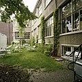 Overzicht van de binnentuin met zicht op de achtergevel - Tilburg - 20388608 - RCE.jpg