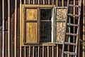 Pörtschach Winklern Quellweg altes Bienenhaus Fenster und Leiter 30032019 6288.jpg