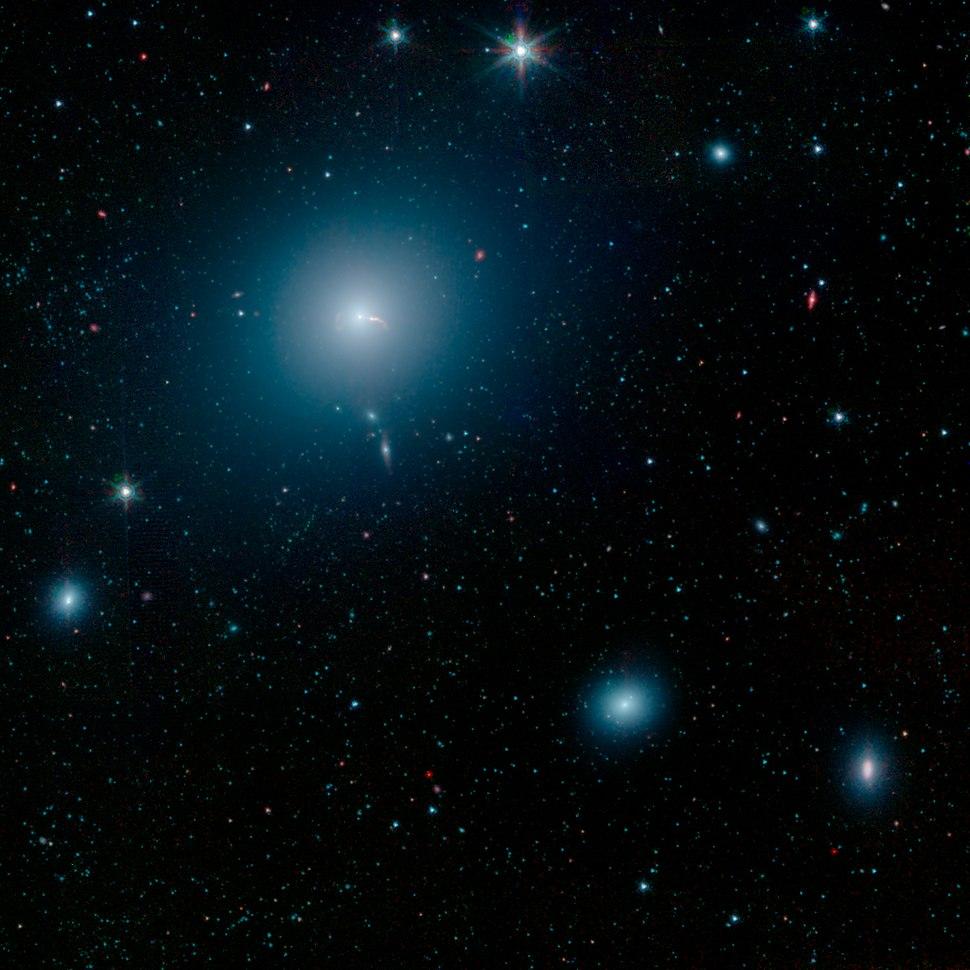 PIA23122-M87-SMBH-SpitzerST-Context-20190424
