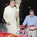Pakistani Foreign Minister Qureshi and Special Representative Holbrooke Visit the Shah Rukn-e-Alam Shrine (4998983072).jpg