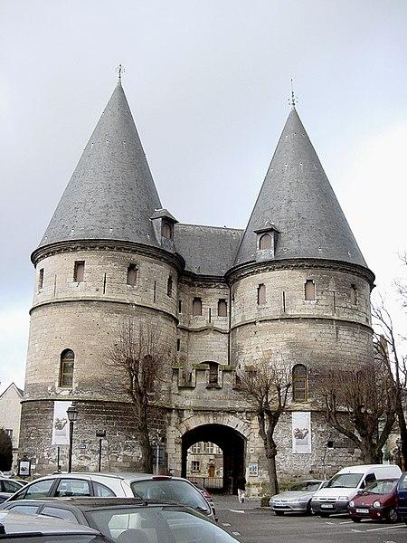 Fichier:Palais episcopal de Beauvais 01.jpg