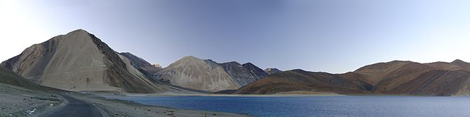 English: panoramic view of Pangong Tso (pangon...
