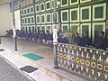 "Para Abdi Dalem di Kraton Yogya "" - panoramio.jpg"