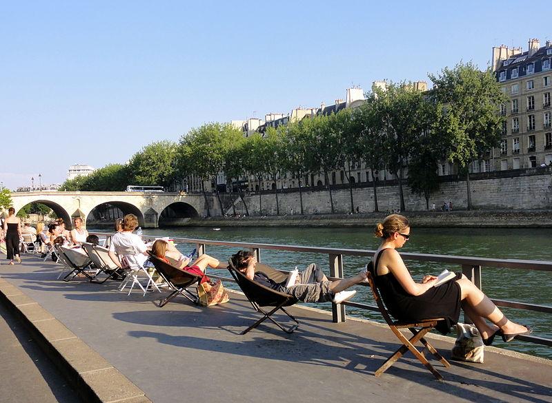 Banho em Paris no verão