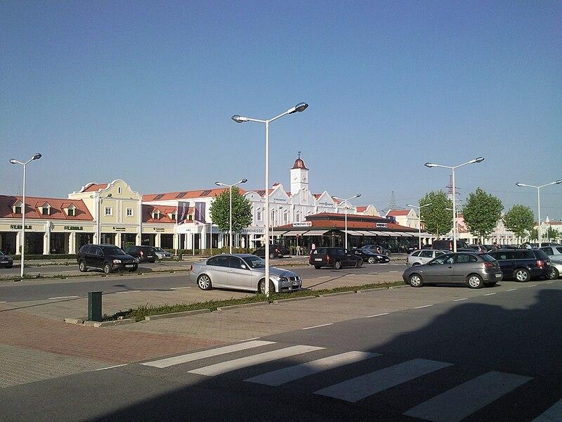 Autobus Parndorf Obchody Outlet L 237 Stok Na Bus