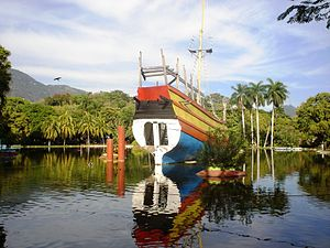 Filipino immigration to Mexico - Mock galleon in Papagayo Park, Acapulco