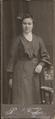 Paul Fischer - stehende junge Ehefrau ca1904.png