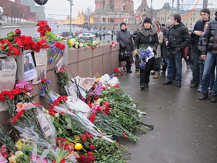 People came to the side of Boris Nemtsov's murder (2015-02-28; 43).JPG