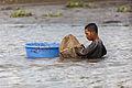 Pescadores en el río Saigón, Ciudad Ho Chi Minh, Vietnam, 2013-08-14, DD 07.JPG