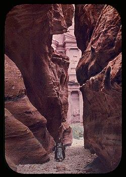 Petra in Transjordan. Sik and el-Khazne LOC matpc.23167.jpg