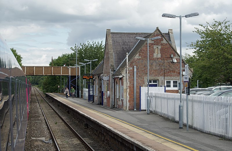 File:Pewsey railway station MMB 02.jpg