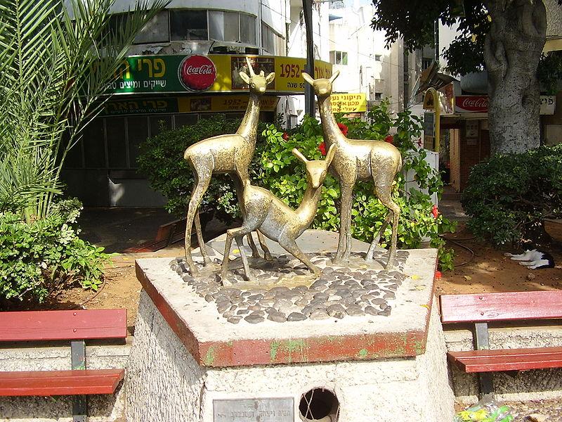 פסל האיילות, ברמת גן