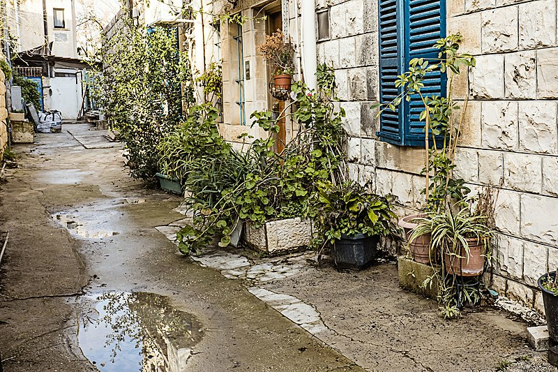 צפת העתיקה סמטה בגשם