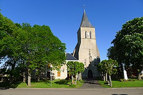 Place communale de Craon et l'église Saint-Michel.JPG