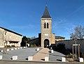 Place de l'Église rénovée et l'église de Neyron en février 2021.jpg