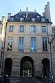 Place des Vosges. Pavillon de la Reine. 05.JPG