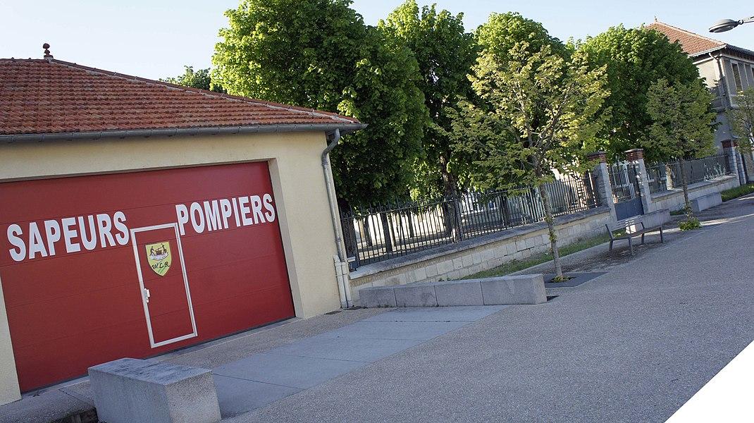 Caserne de Pompiers et cour de l'école à Witry.