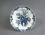 Porslin. Tallrik med blå blomsterdekor - Hallwylska museet - 89112.tif
