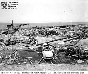 Port Chicago disaster - Cleaning up the damage at the remains of the pier